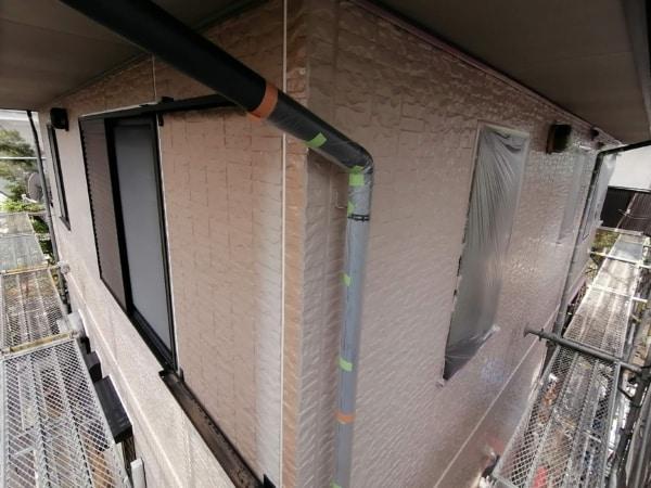 窓をふさぐと換気が悪い。なのでこのような塗装方法もあります。