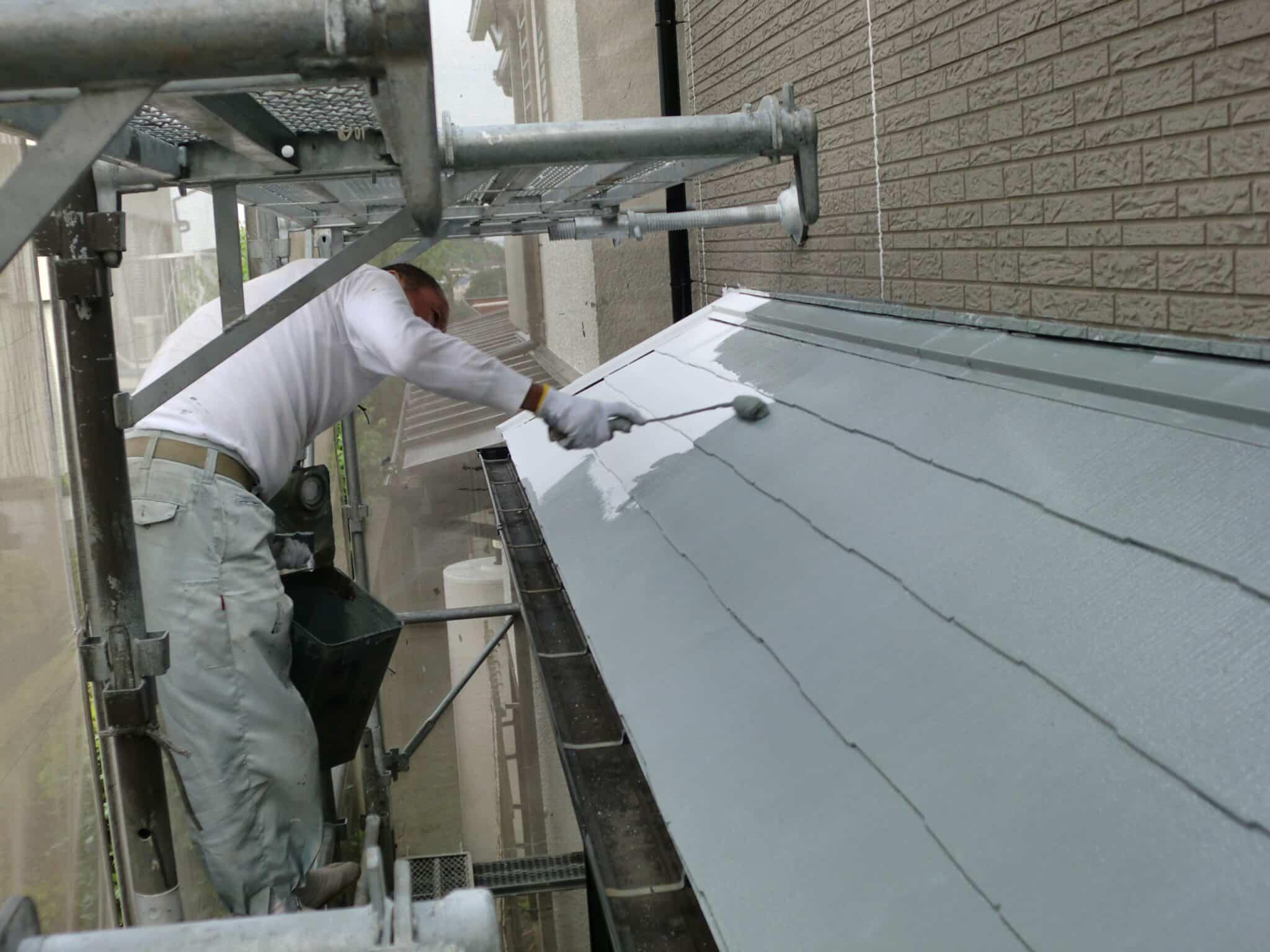 下屋根の断熱塗装