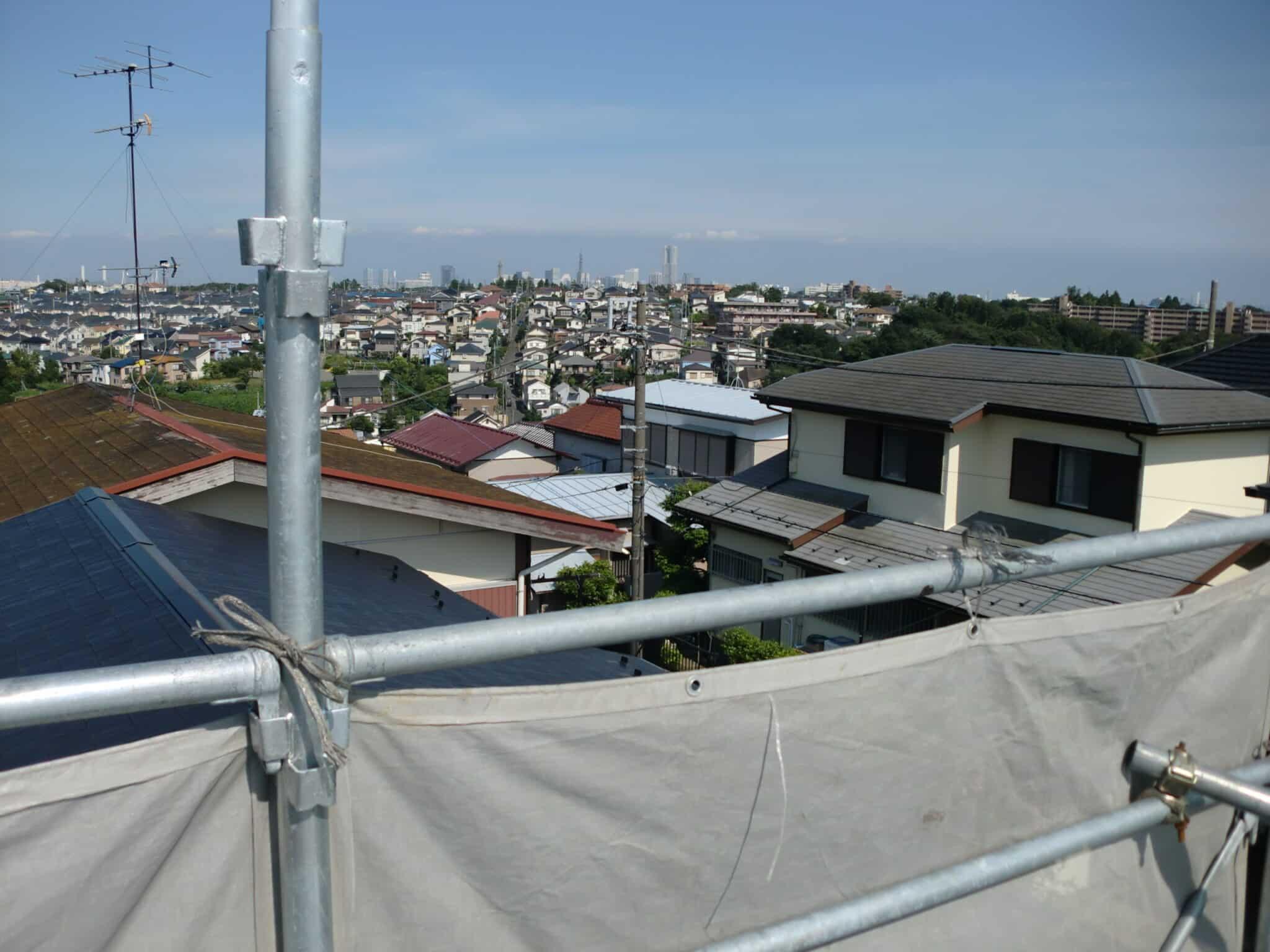 屋根から見える新横浜