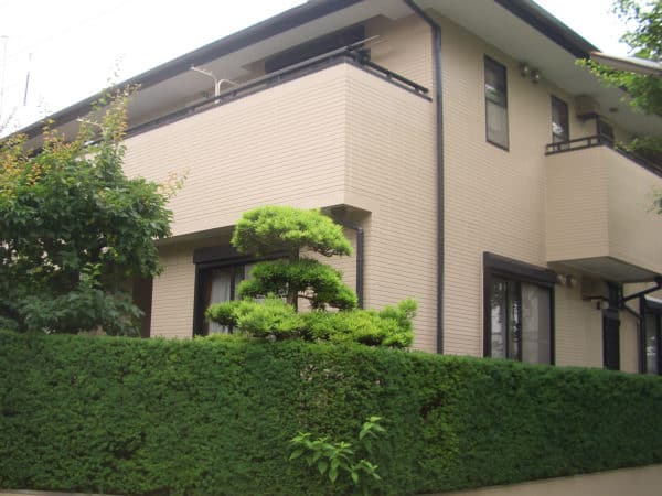 変性シリコン目地シール交換とサイディングの塗りつぶし塗装および屋根塗装