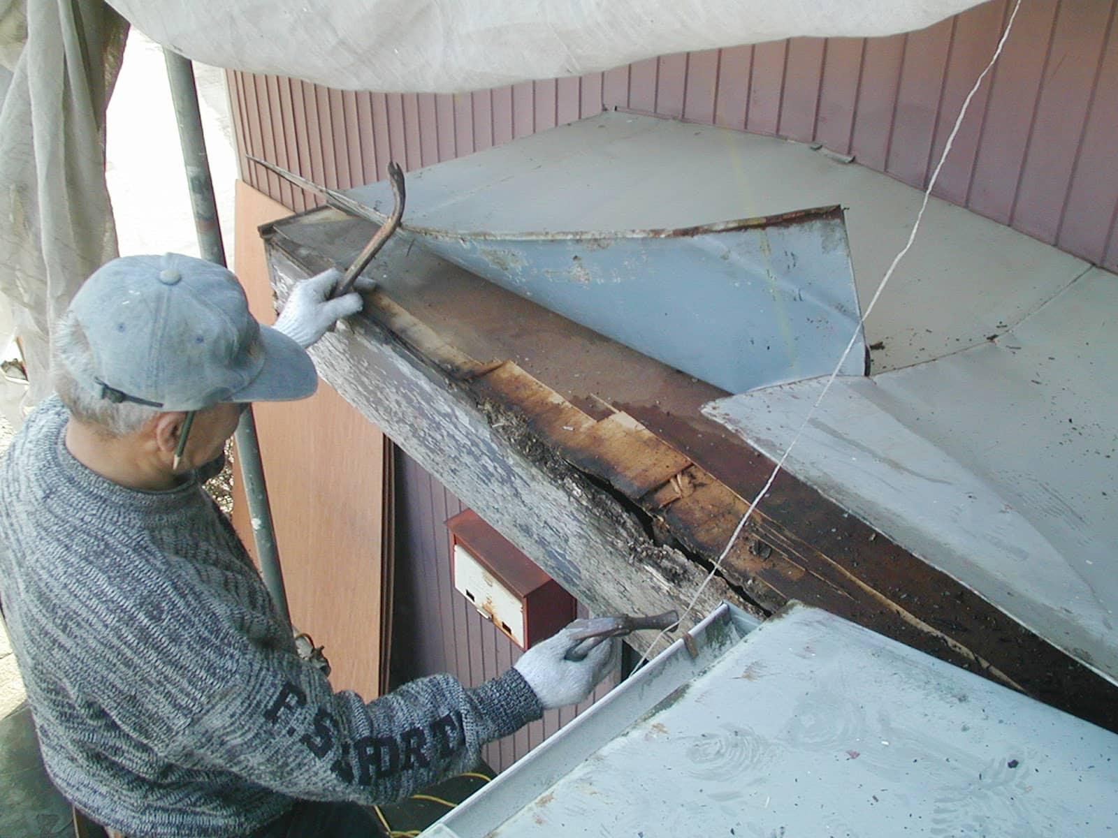 玄関破風板の交換