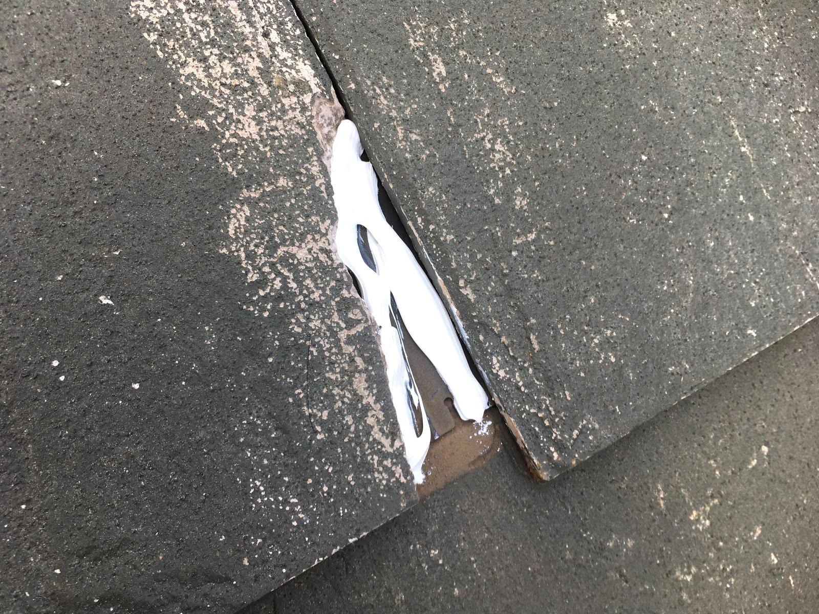 スレート屋根欠損部にシール材充填