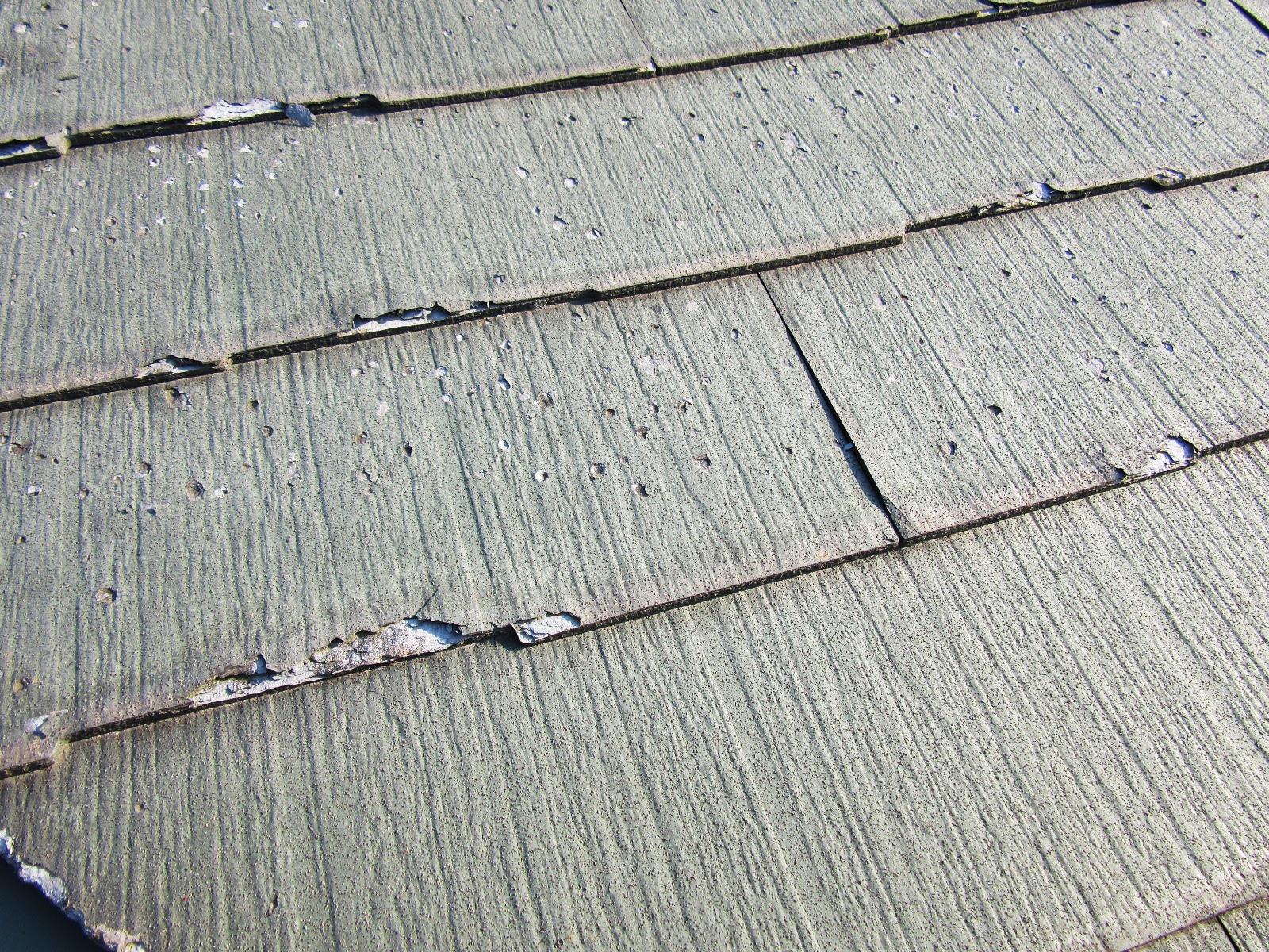 劣化してもろくなったスレート屋根