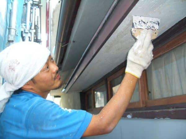 塗膜剥がれがひどい家の塗り替え 必要な箇所を補修し肉厚な塗装