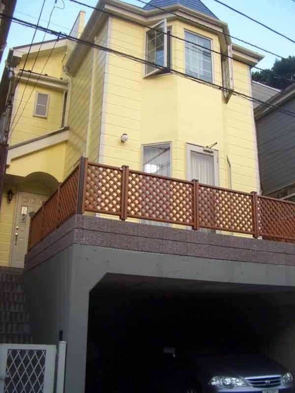 庭と車庫までほぼ新築に戻ったサイディング塗装とアルミ調ウッドデッキ