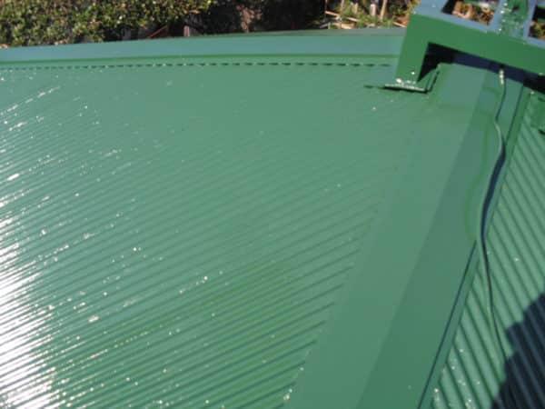 錆落としと波トタン屋根の塗装