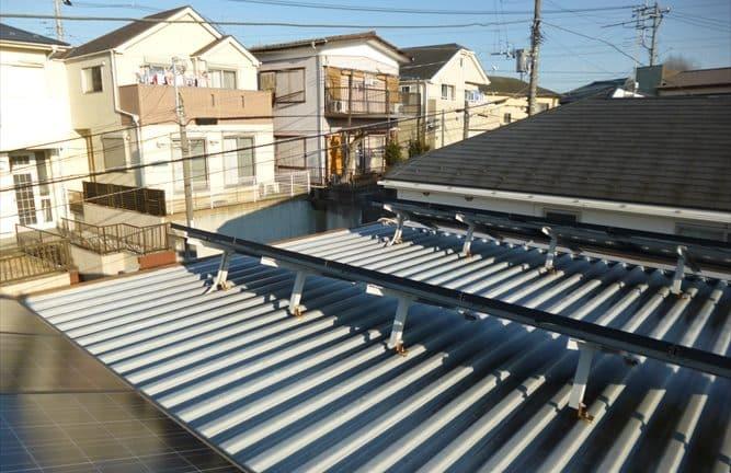 塗装職人の折半屋根塗装