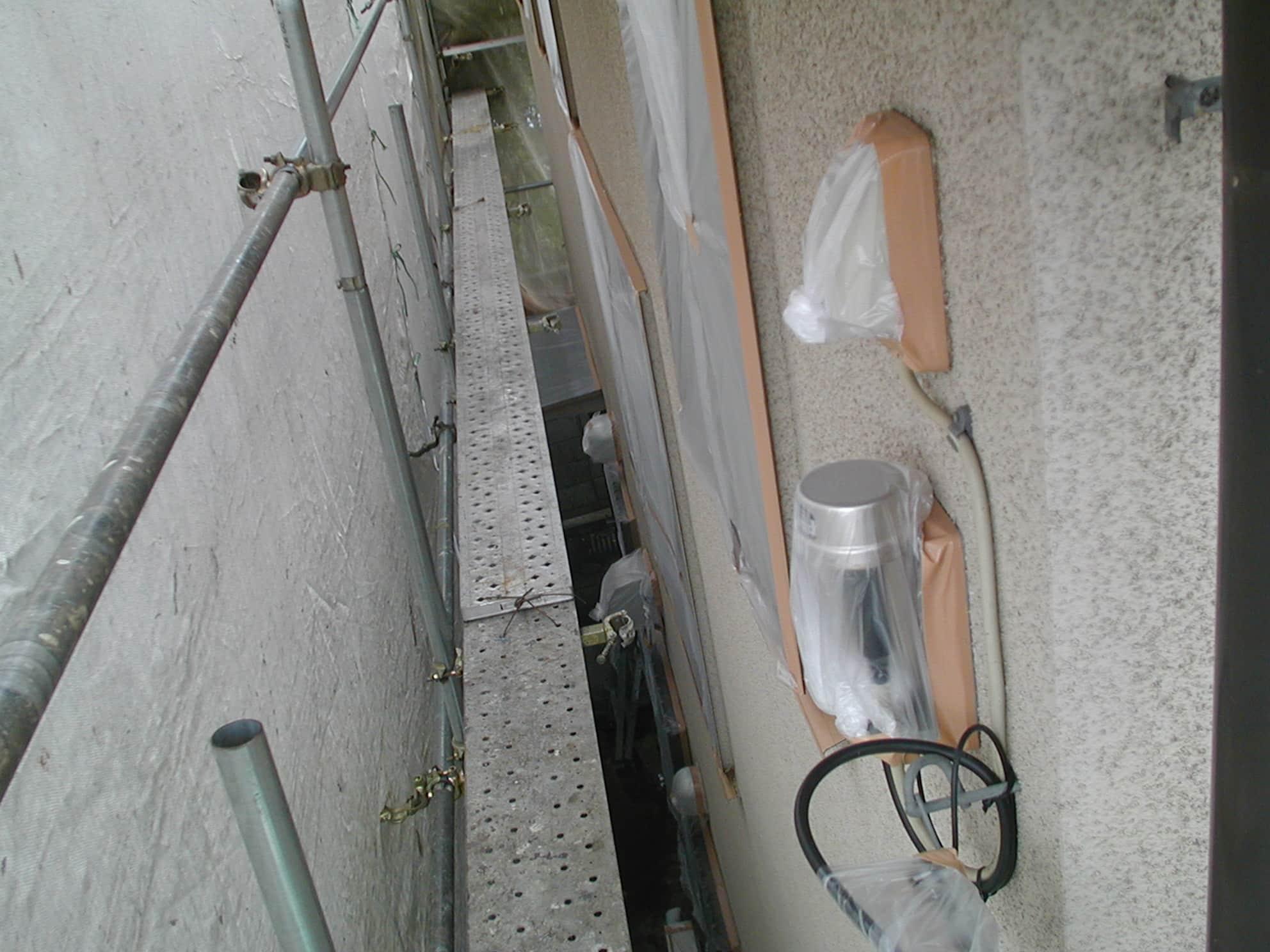 足場板を敷いた単管足場