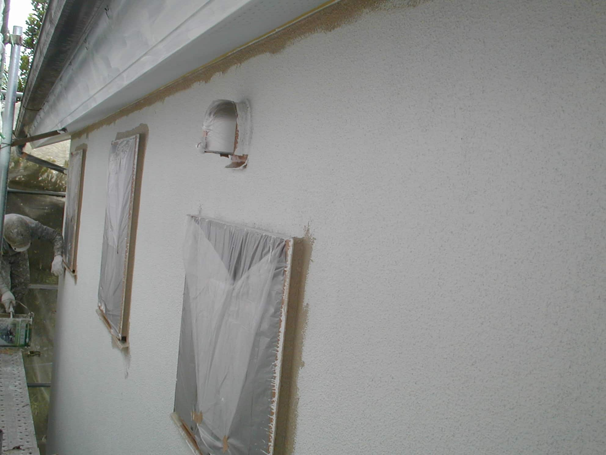 外壁リシンの下塗り完成