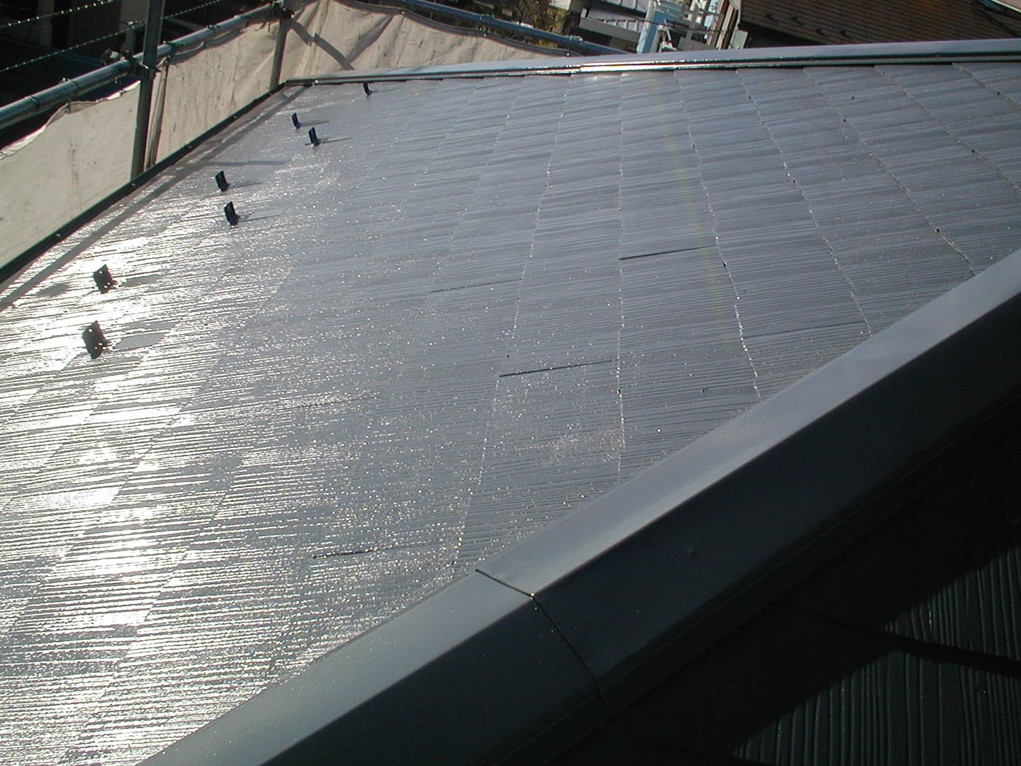 つやが出でいるスレート屋根塗装