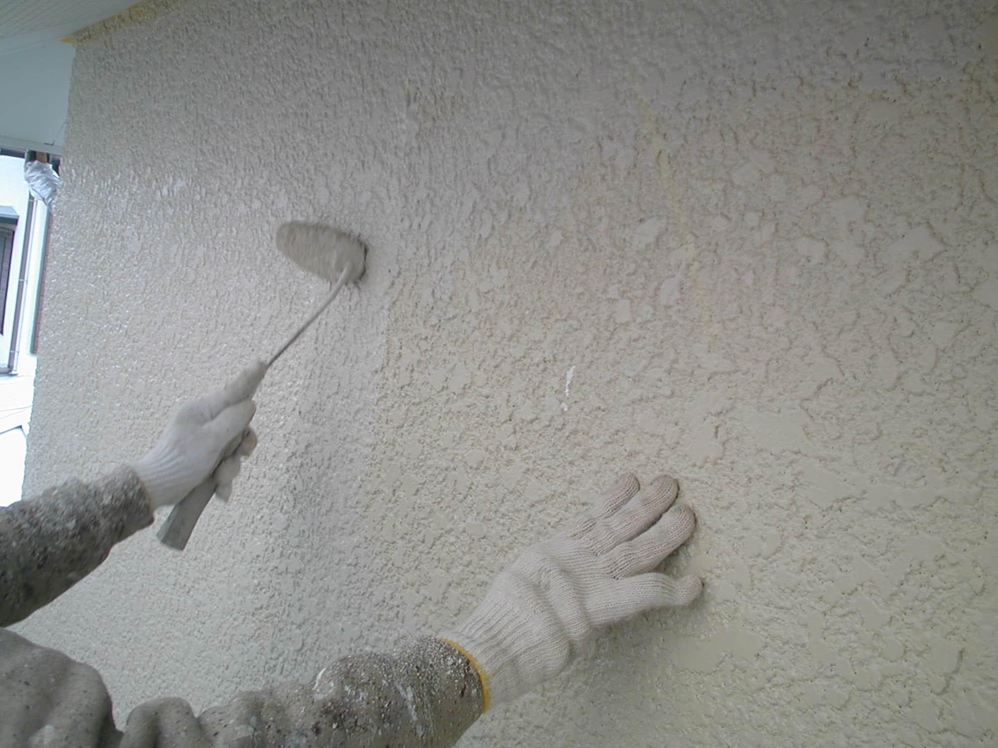 モルタル外壁の中塗り