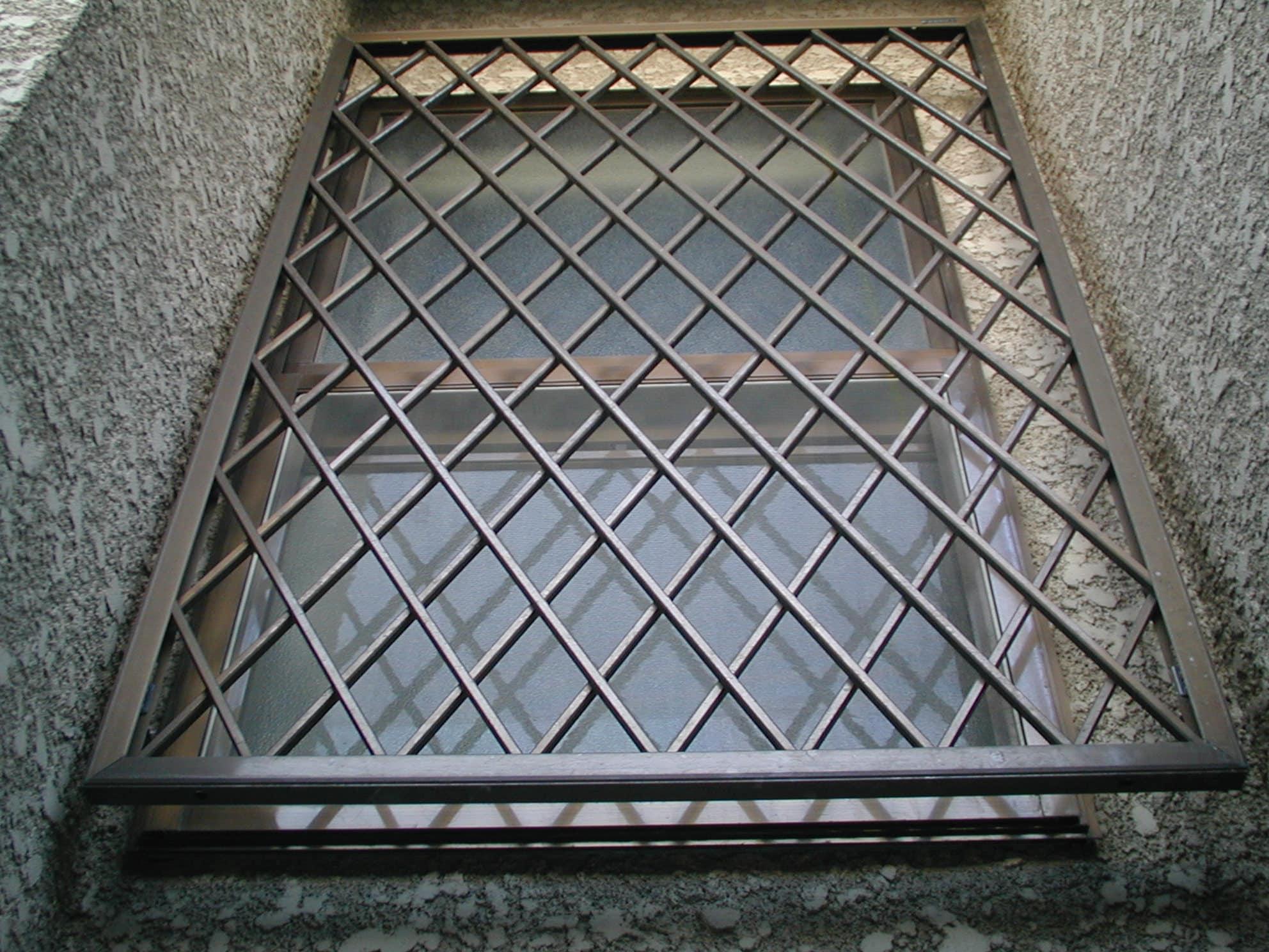 窓フェンス
