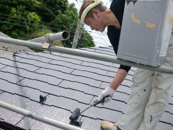 太陽熱を反射するサーモアイ塗料での屋根塗装とサイディングはクリーム色の水性シリコンセラUV