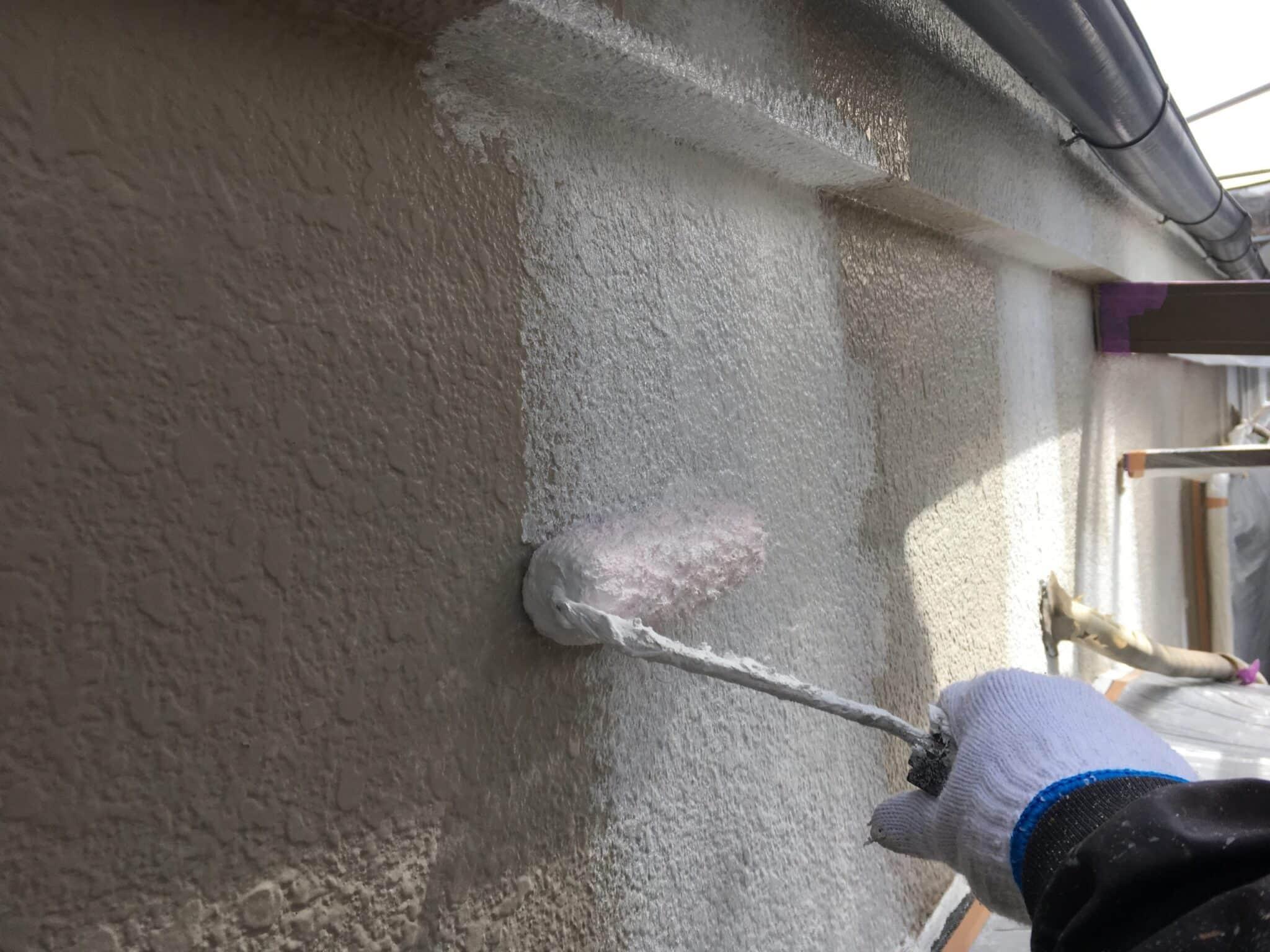 外壁フィーラー下塗り