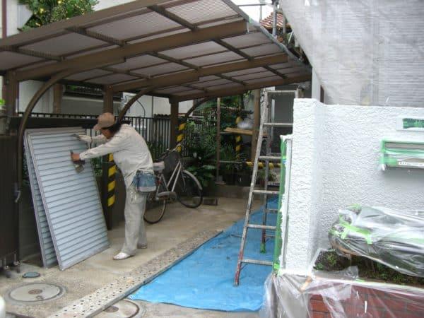 腐食部多数、大工を入れて根本的補修をしてからの塗装です