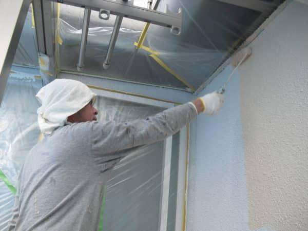 濃厚3度塗りの塗装。たっぷり27缶の塗料で外壁を頑丈にする