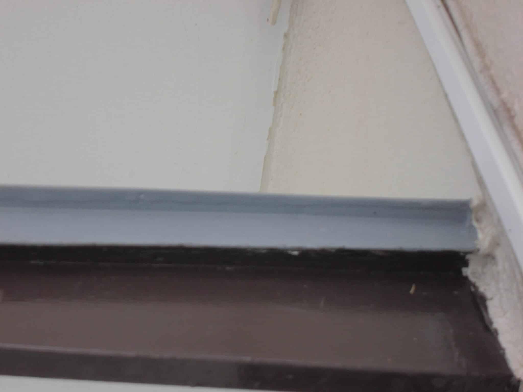 庇のトタン下塗り