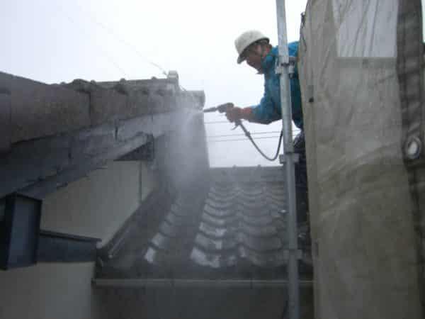 モルタル外壁、塗膜の弱っている木部の塗替え