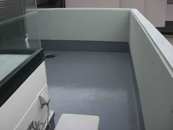 バルコニーのウレタン防水塗装、雨漏りの心配を解消