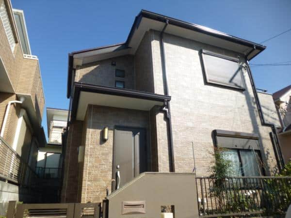 外壁に調和をさせる屋根色に塗り替えたお宅