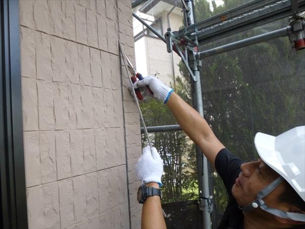 サイディング壁の塗装に必須シーリング工事