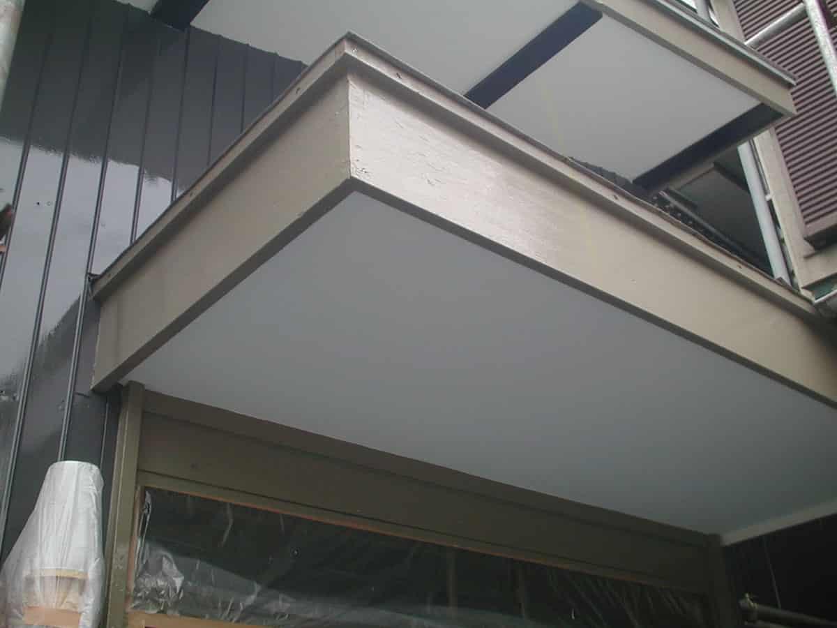 玄関ポーチの修理後塗装完成