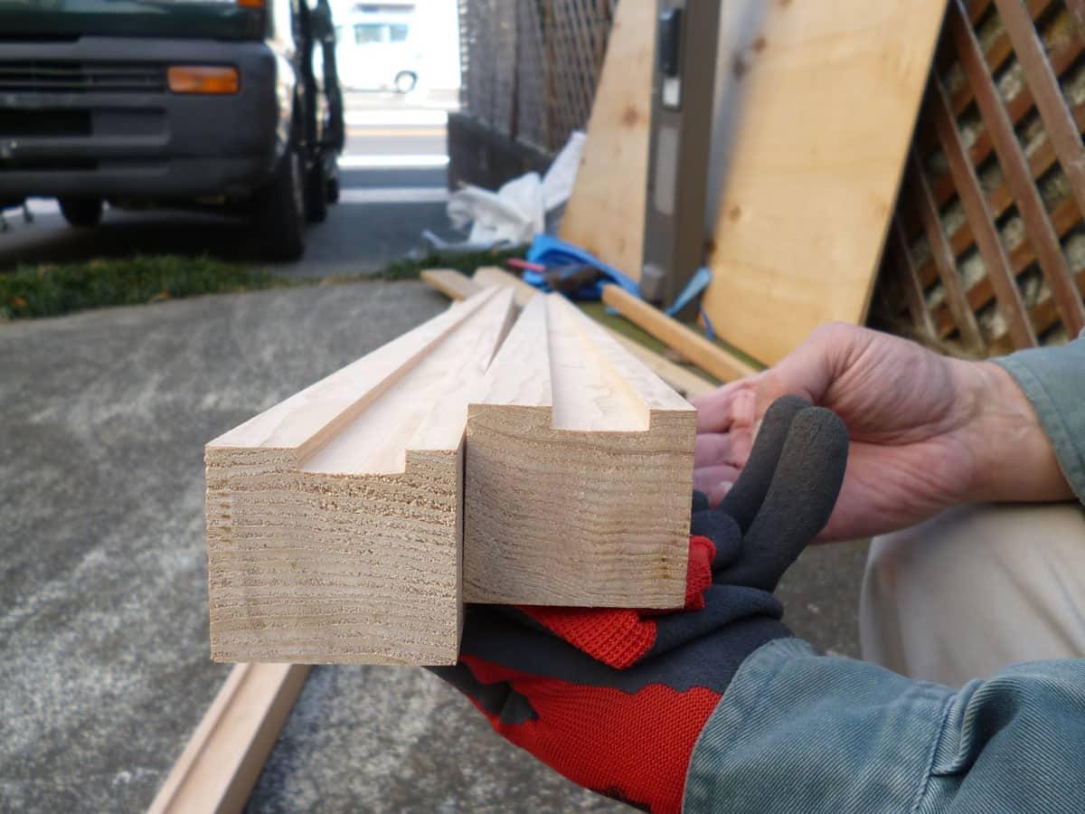 木枠のレールを加工