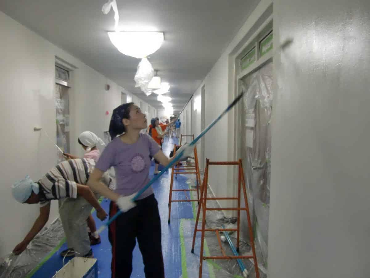 70名の横浜市職員による壁塗装