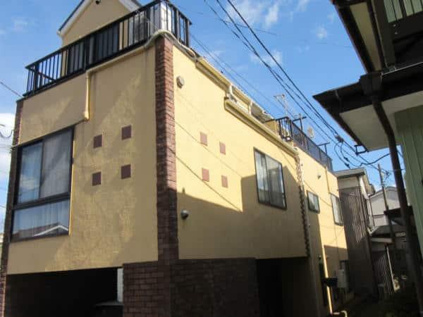 3階建ての素敵なお宅。クラック処理を入念に、屋根はカバー工法で。