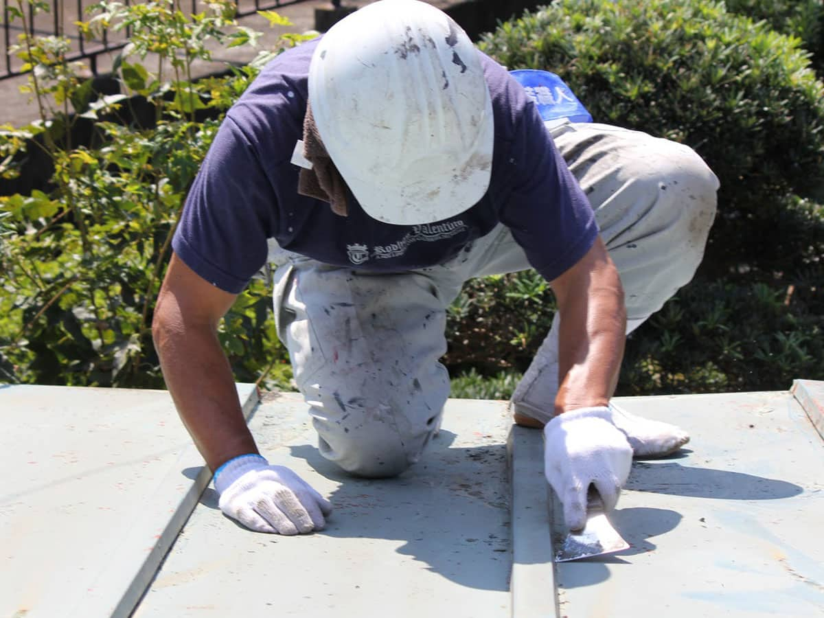 旧塗膜と錆の除去