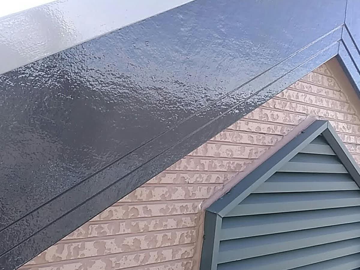 新建材仕様の破風の塗装