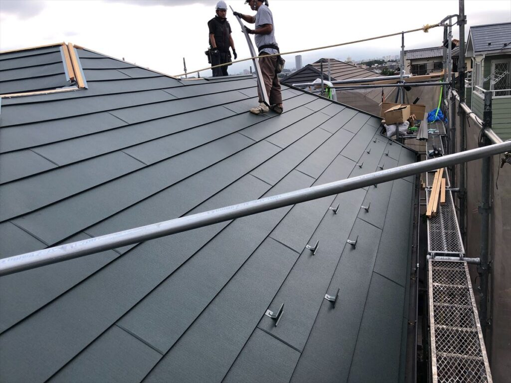 屋根上と職人