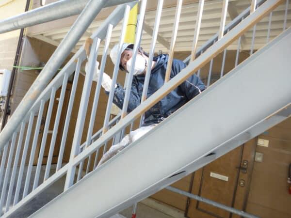 塗装職人では階段、玄関ドアなど1か所の塗装でも一級塗装技能士がお伺いします