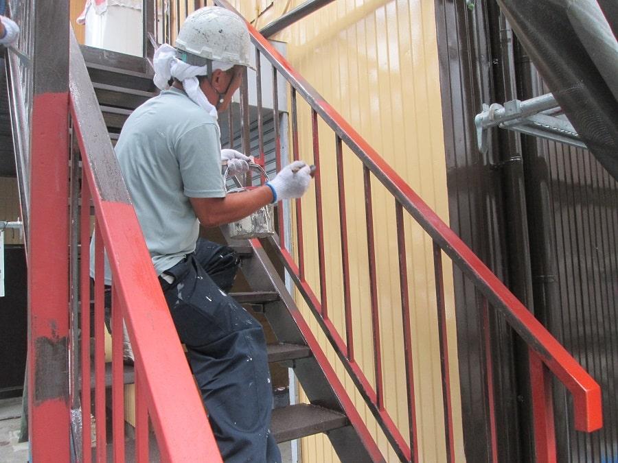 階段のさび止め塗装